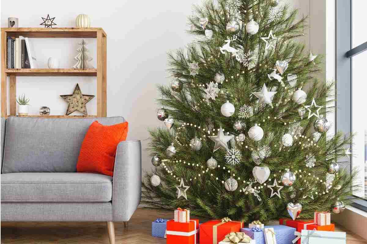 Foto Alberi Di Natale Bianchi albero di natale bianco e argento: come si può addobbare?