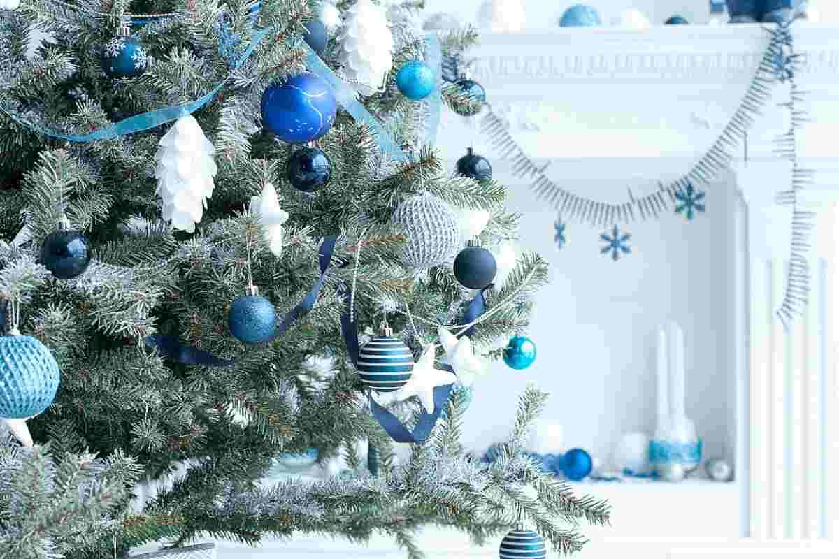 Albero Di Natale Argento E Blu.Albero Di Natale Blu Come Addobbarlo Per Renderlo Elegante E Raffinato