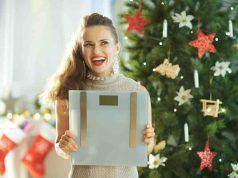Donna con bilancia a Natale