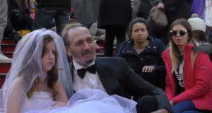 A 65 anni sposa una ragazza di 12 anni, il flagello del matrimonio forzato