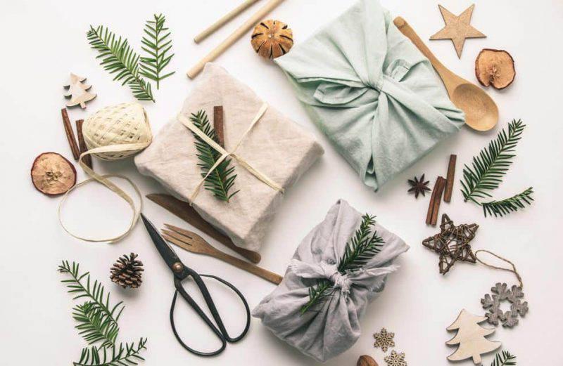 Furoshiki confezione regalo ecologica per Natale © iStock