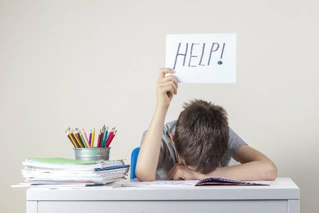 Incentivare i ragazzi a studiare e aiutarli ad organizzare i compiti