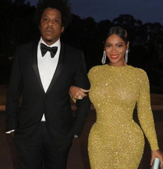 Beyoncé mora sulla faccia