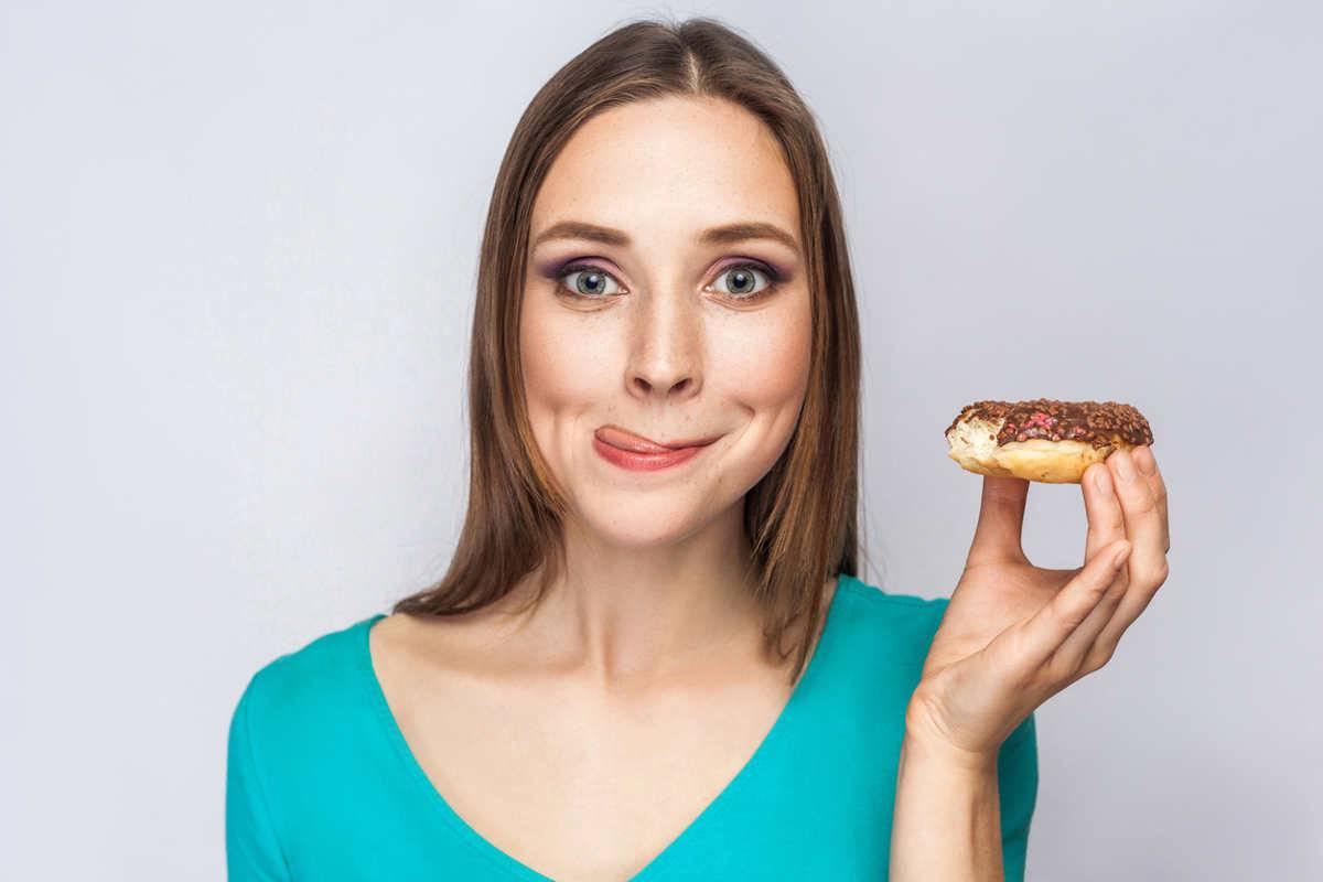donna con donuts
