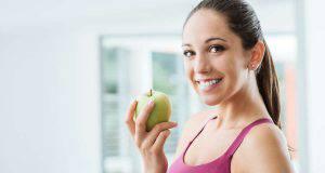 Donna con mela