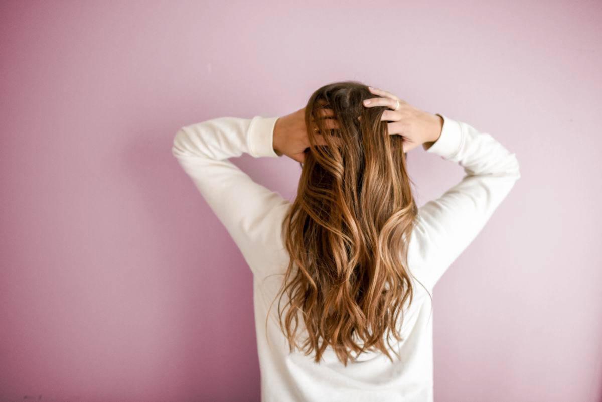 Massaggiare cuoio capelluto