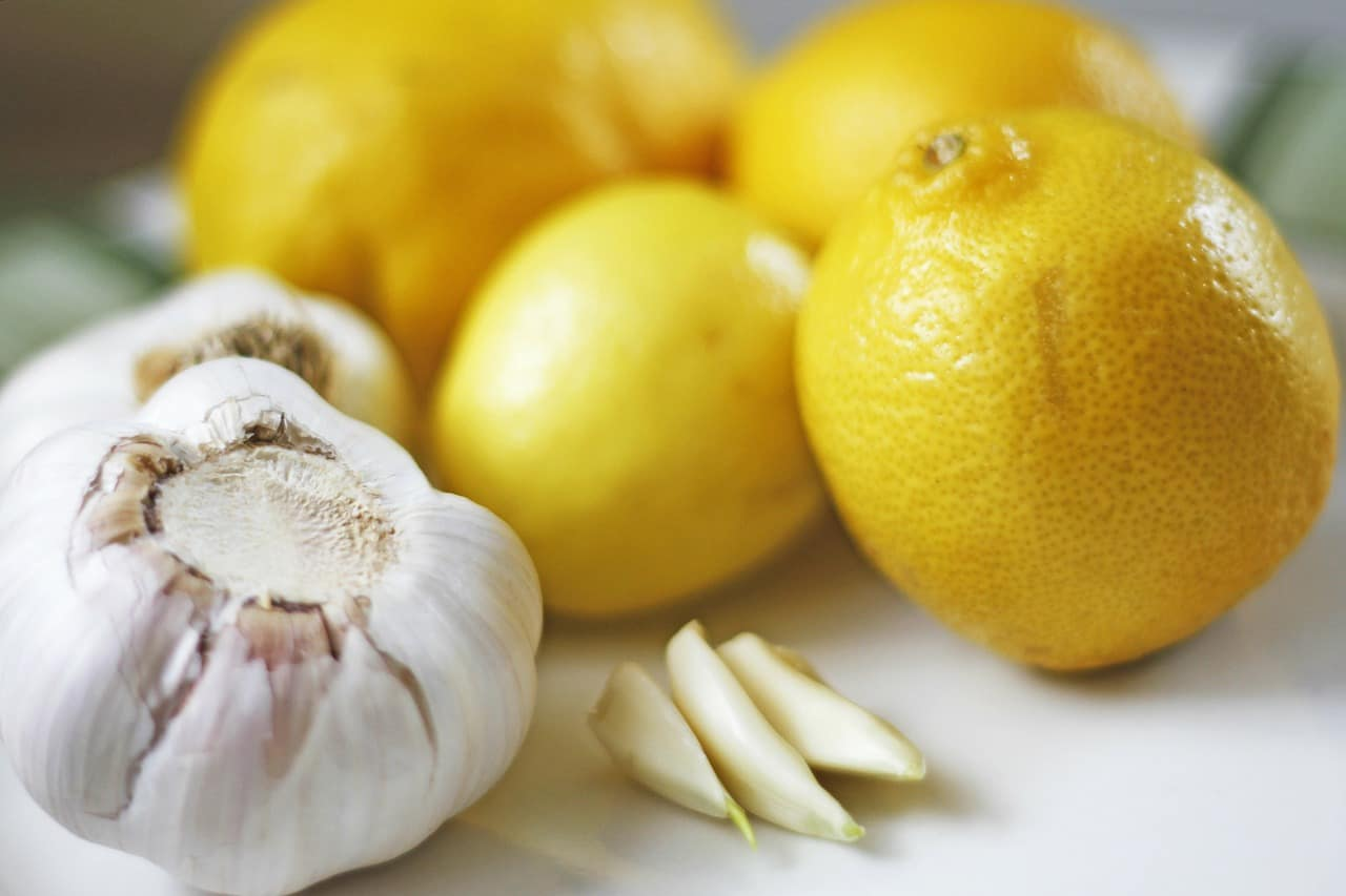 Aglio e limone ecco perché dovresti mangiarli ogni giorno