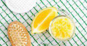 Risciacquo acido con il limone