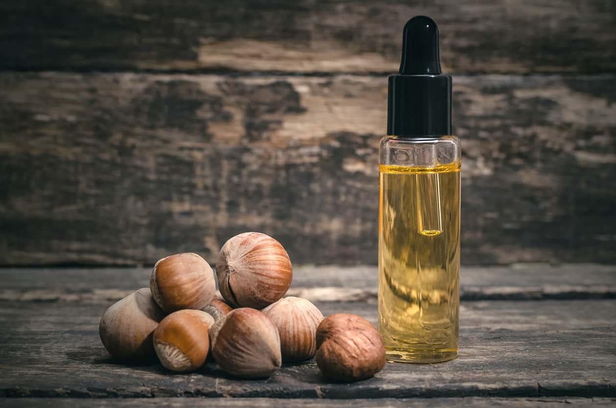 Olio di nocciola | rimedio naturale per le pelli grasse