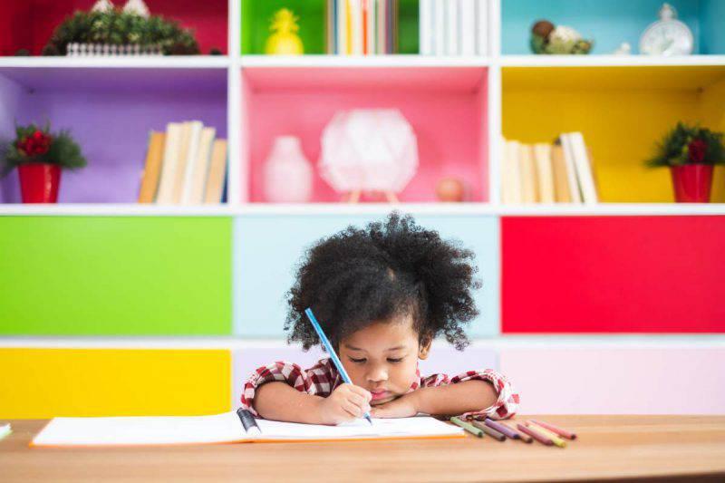 bambina scrittura