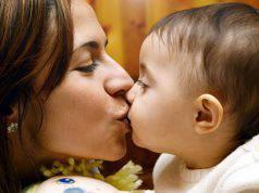 bacio mamma figlio