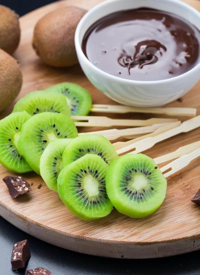 Stecco di kiwi al cioccolato ricetta