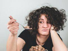Mangiare da soli fa male