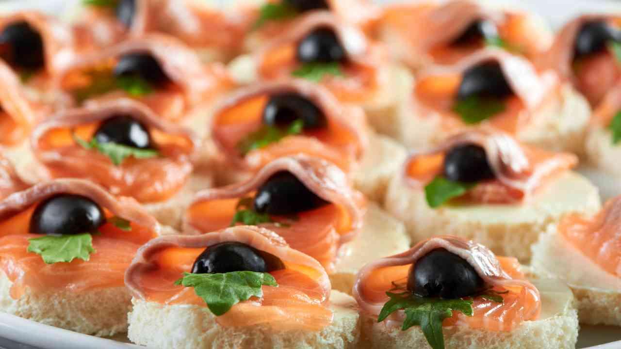 tartine di salmone antipasto natale