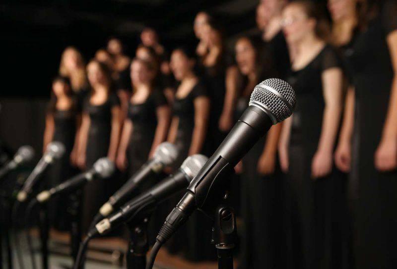 """Il canto può avere un potere salvifico con """"Amies"""""""