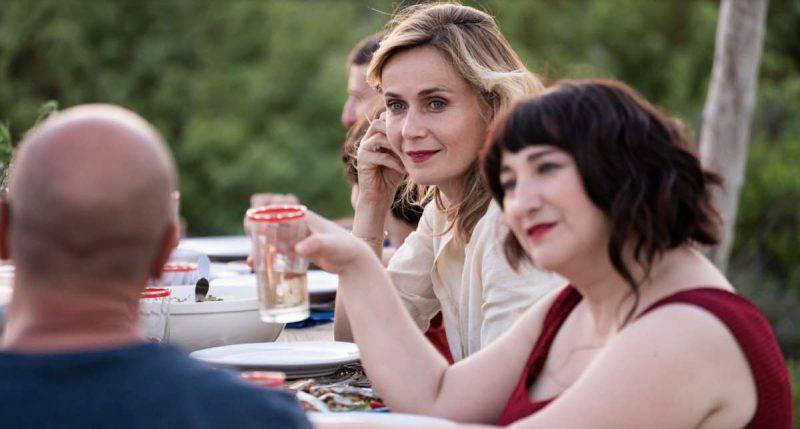 """Maria Di Biase e Lucia Mascino in una scena di """"Odio l'estate"""""""