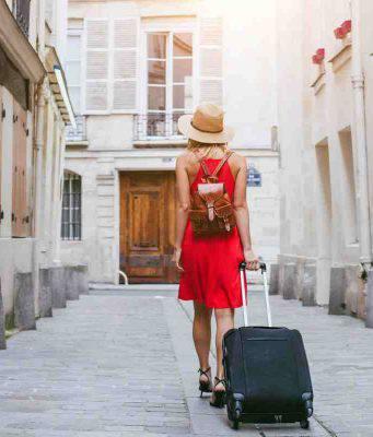 Donna che viaggia