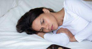 donna depressa dopo aver mangiato