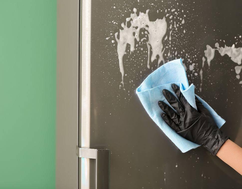 Vetro della doccia: ecco il trucco per pulirlo perfettamente