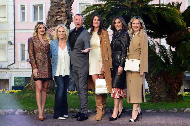 Amadeus e le co-conduttrici di Sanremo