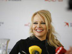 Fine del matrimonio con Jon Peters per Pamela Anderson