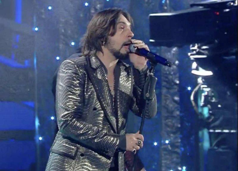 Francesco Sarcina canta