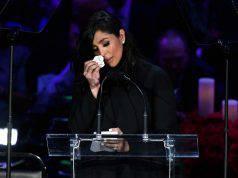 Vanessa Bryant piange