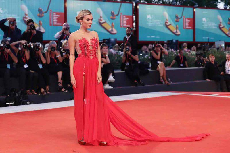 Ludovica Pagani incantevole alla Milano Fashion Week