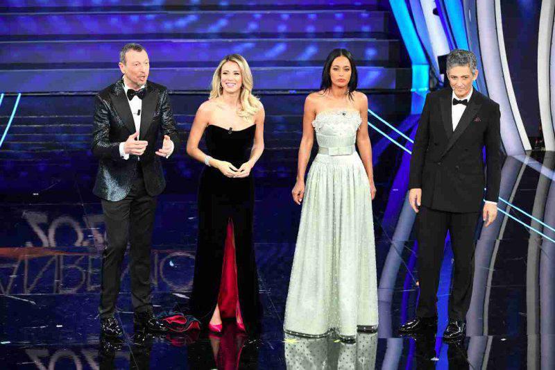 Diletta Leotta, Rula Jebreal, Amadeus e Fiorello sul palco dell'Ariston