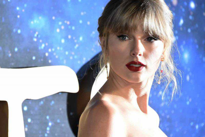 "Taylor Swift si trasforma nel video di ""The man"""