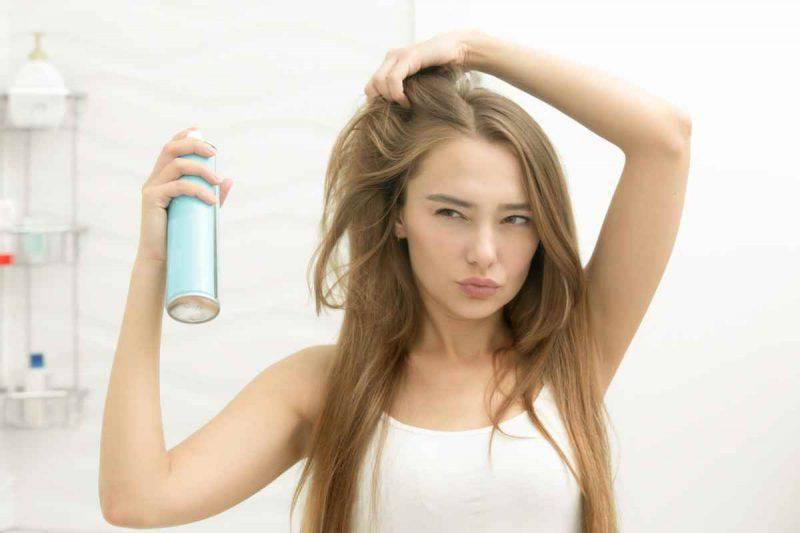 Come utilizzare la lacca per capelli