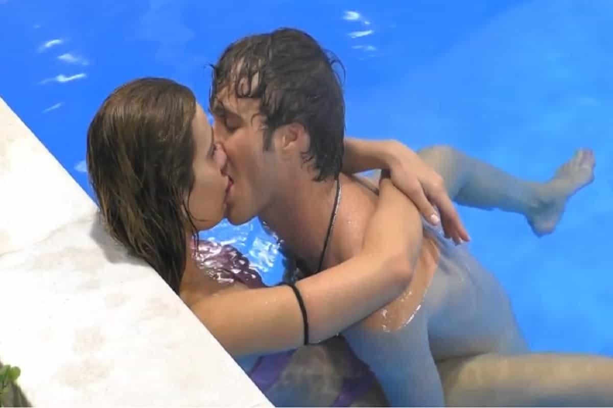 Clizia Incorvaia e Paolo Ciavarro | Baci infuocati nella piscina del GF Vip