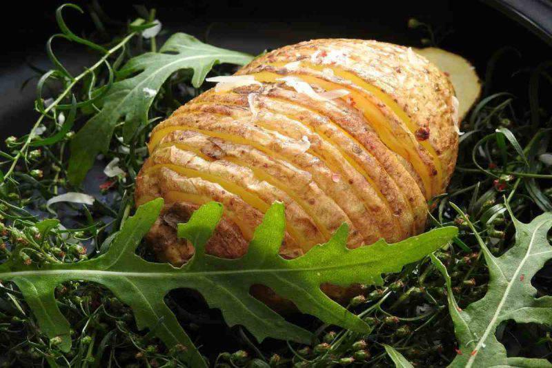 Sfogliatelle di patate con speck e formaggio