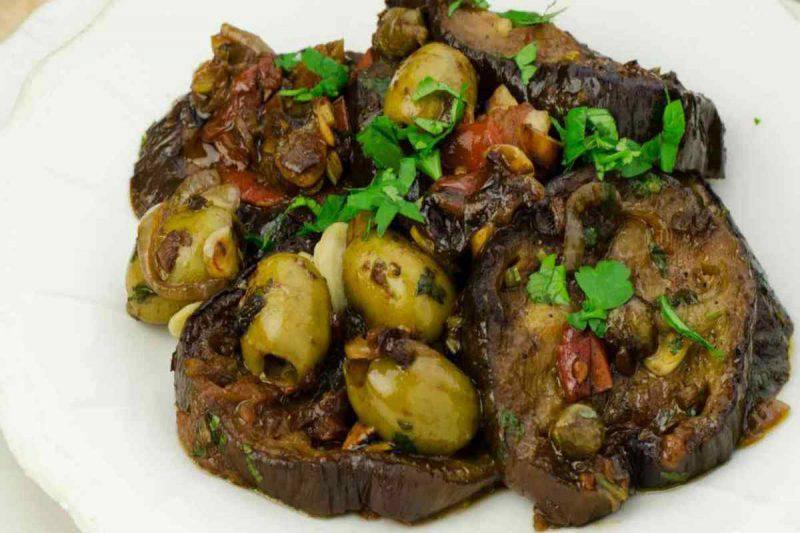 Melanzane con olive e capperi