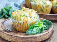 Muffin con spinaci e feta
