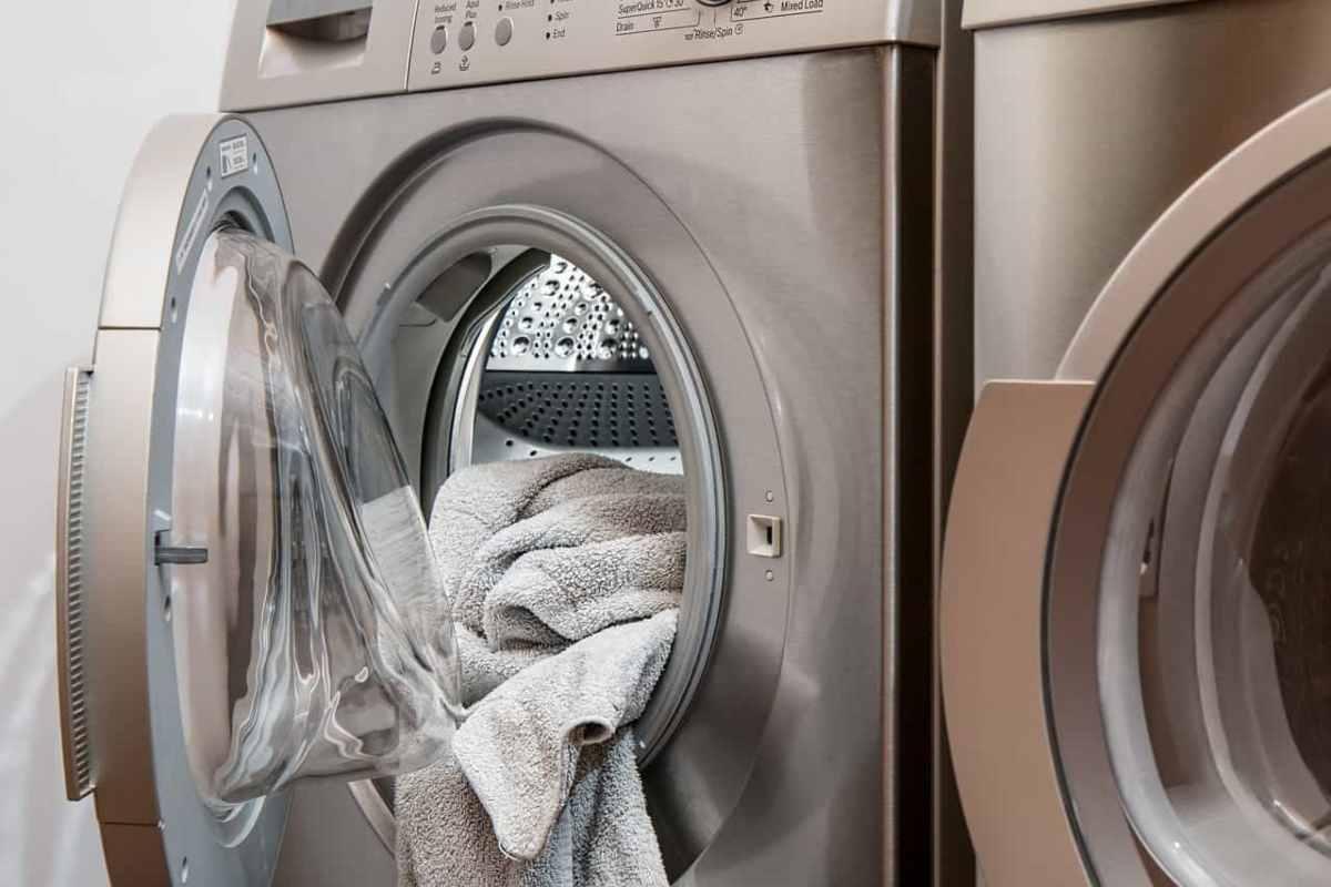 Coronavirus | Quanto tempo il virus sopravvive sui vestiti e come lavarli