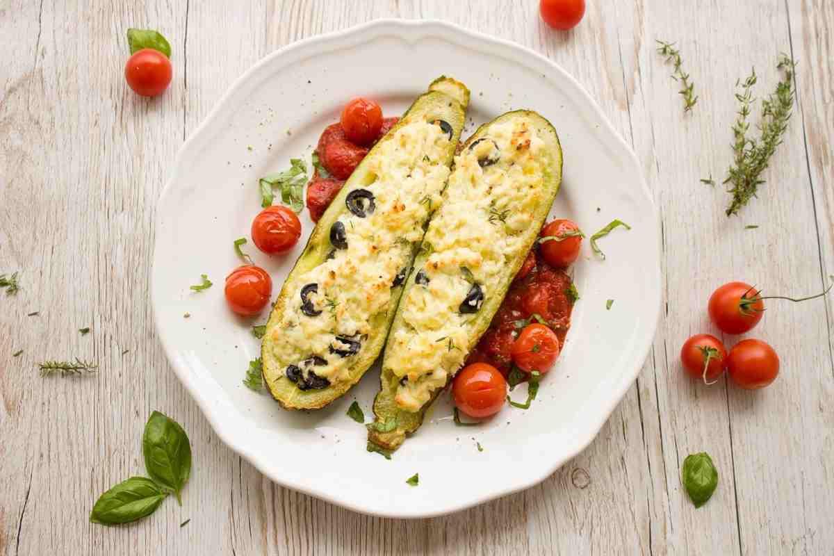 zucchine a barchetta con ricotta e olive nere