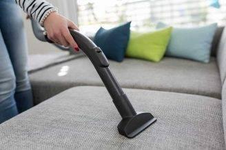 5 rimedi per pulire ed igienizzare il divano