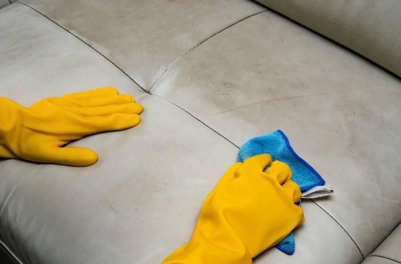 5 rimedi e abitudini per tenere sempre il divano pulito ed igienizzato