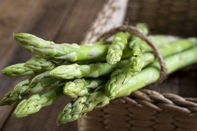 Proprietà degli asparagi | 2 RICETTE facili, drenanti e diuretiche