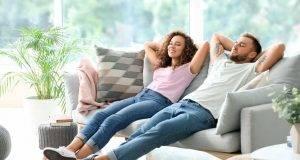 coppia relax divano