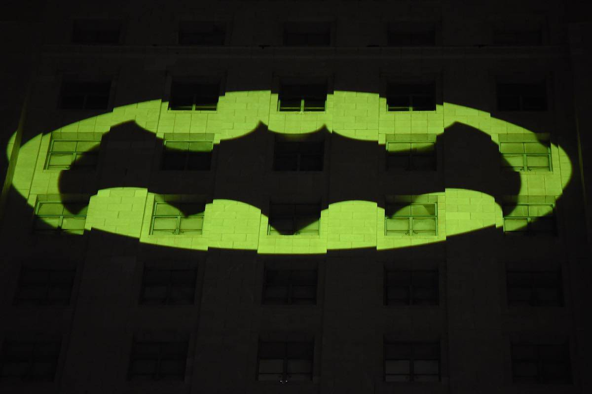 Coronavirus, Warner non ferma Batman