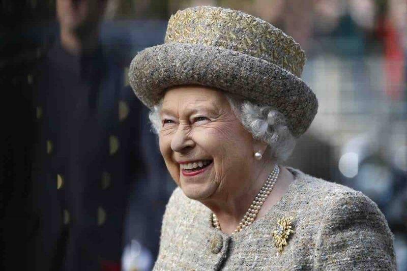 Elisabetta II lontano da Palazzo Reale per precauzione
