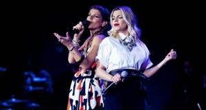 Alessandra Amoroso canta con Emma Marrone