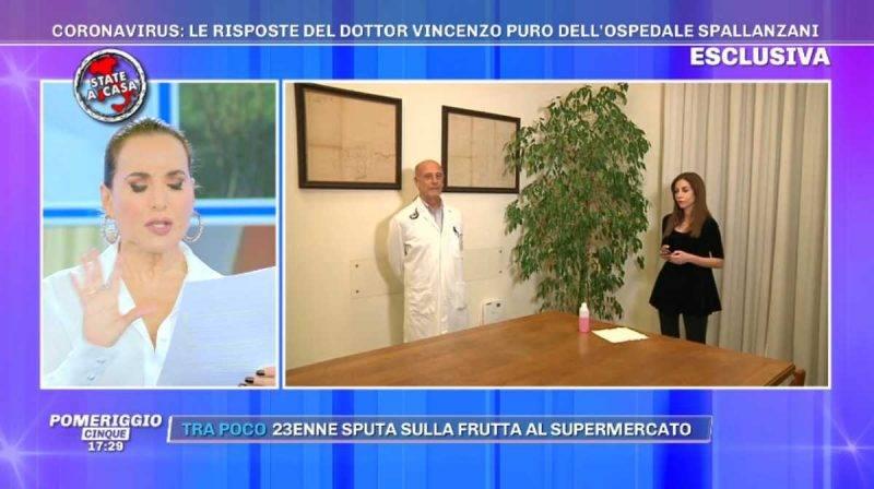 Barbara d'Urso legge le domande sul coronavirus a Pomeriggio 5