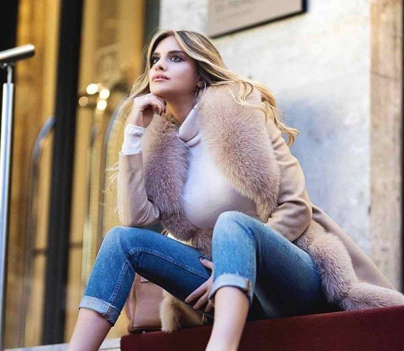 Michela Persico a Piazza San Carlo a Torino con lady De Ligt (Instagram)