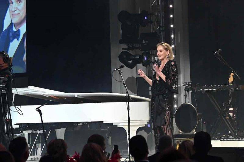 Sharon Stone si mostra solidale con l'Italia