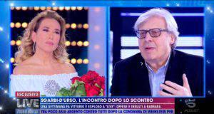 Vittorio Sgarbi regala rose a Barbara d'Urso