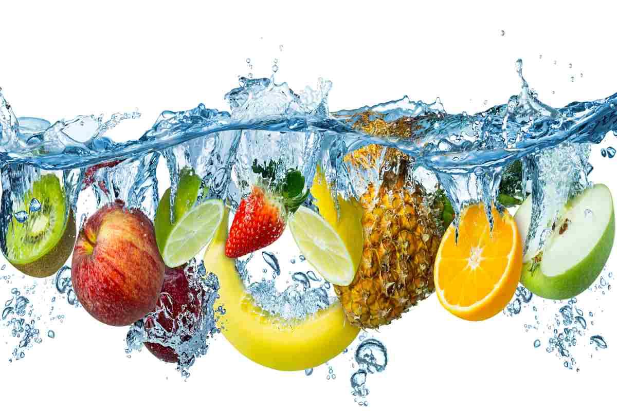 Frutta e acqua