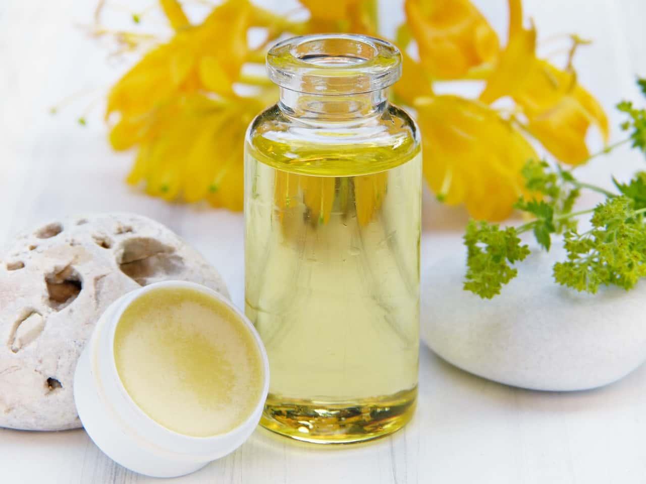 olio di elicriso tutte le proprietà e come utilizzarlo per la pelle
